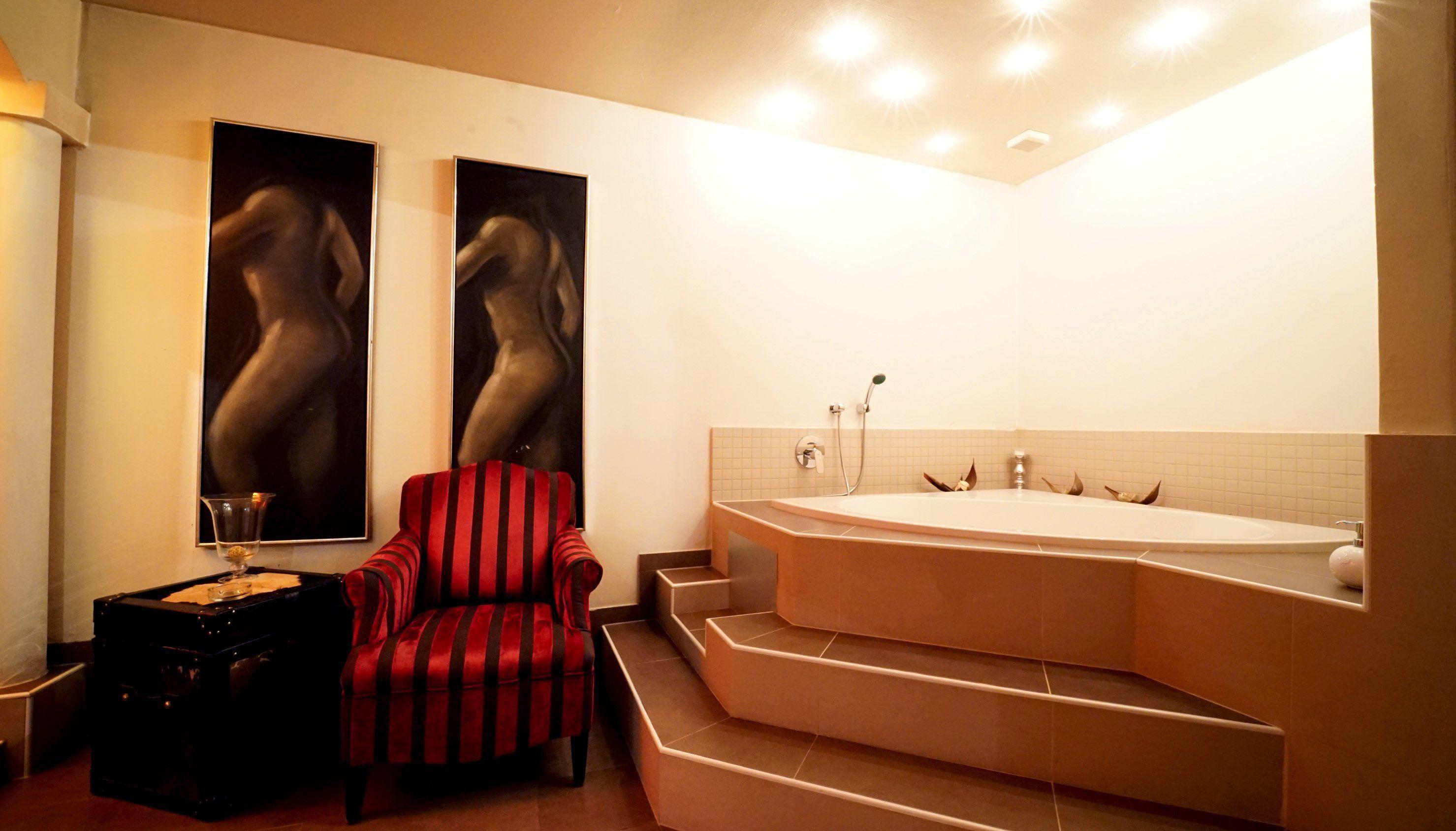 Zimmer1-Altbau-Badewanne-96340988