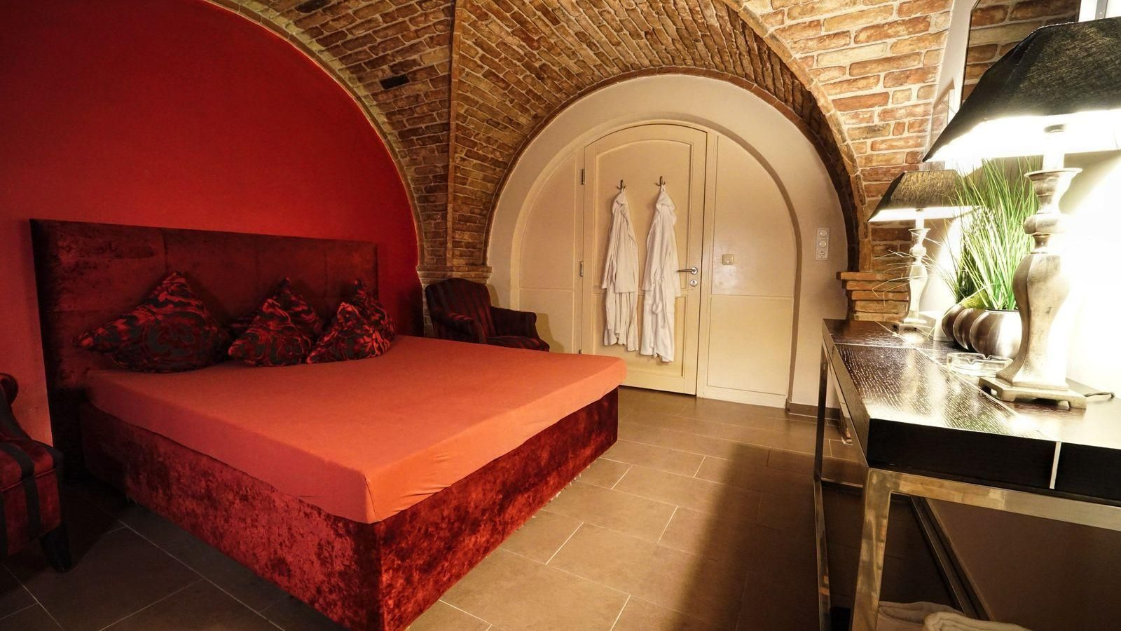 Zimmer2-Altbau-Bett-2bae5be5